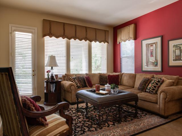 traditional-family room