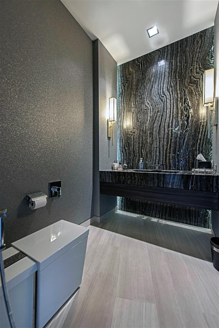 Luxurious Contemporary Restroom