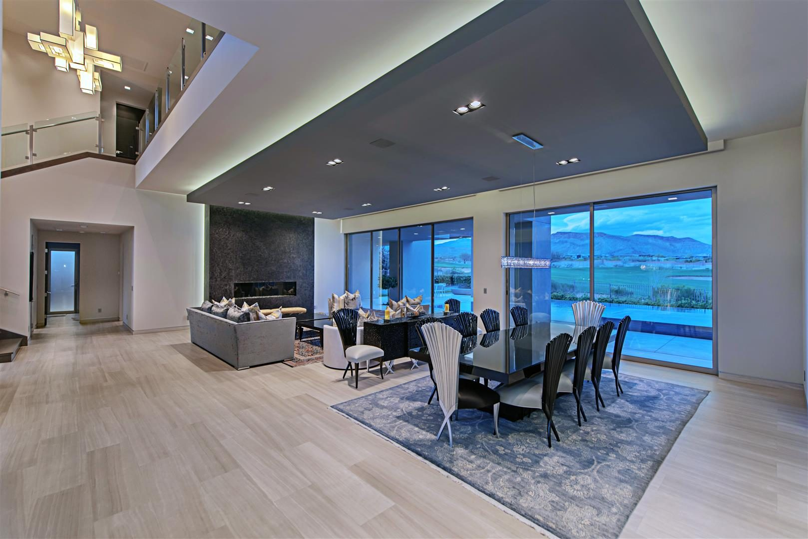 Luxurious contemporary dining room